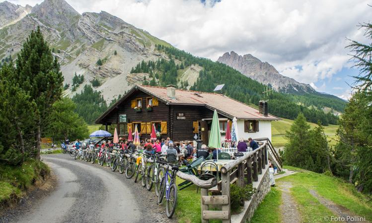 Molti bikers al Ristoro San Giacomo