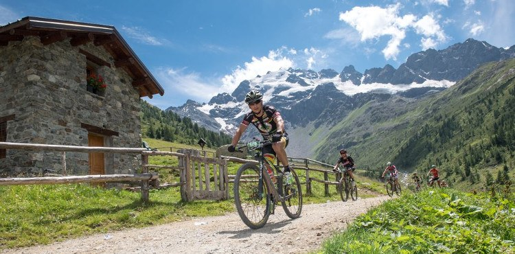 On July 28, 2018, an event not to be missed for the MTB lovers: the Alta Valtellina Bike Marathon. Max. number of participants: 2500