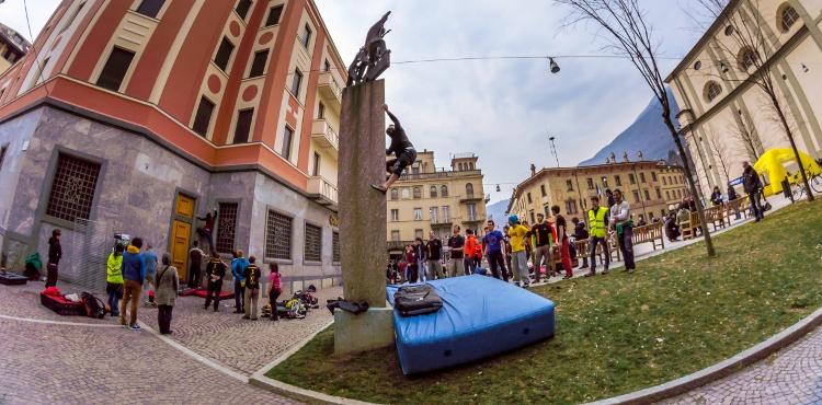 Sondrio Street Climbing: il 14 aprile 2018 appuntamento in Valtellina con l'evento sportivo di arrampicata urbana sui palazzi istituzionali e negozi della città