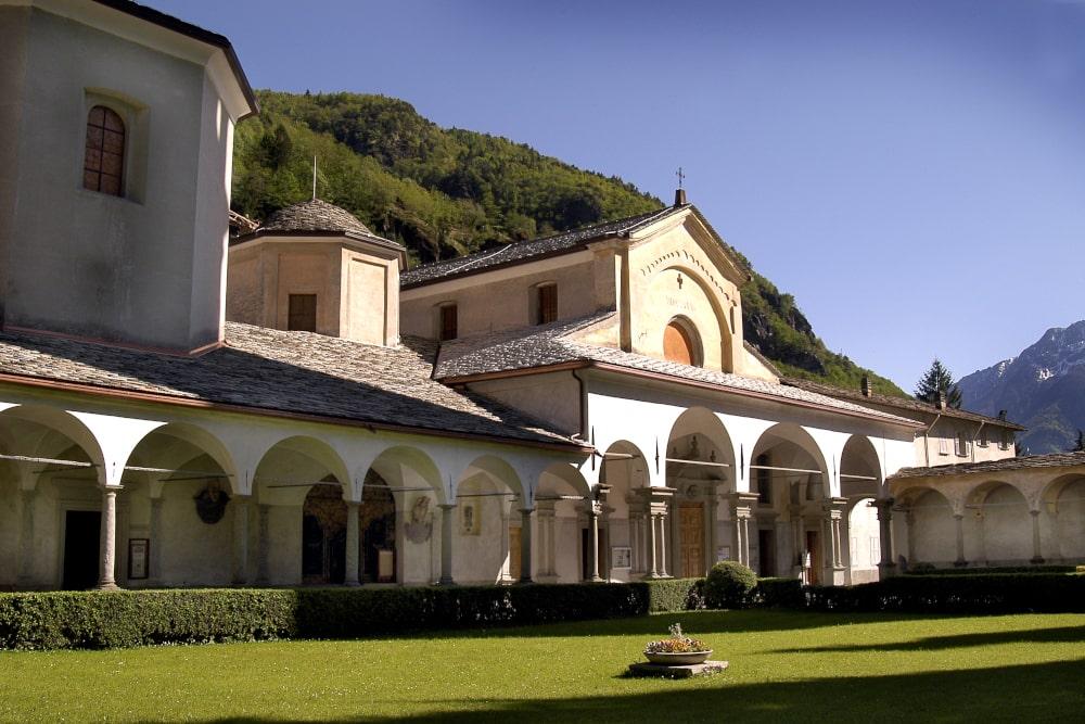 La Collegiata di S. Lorenzo ospita al suo interno il Museo del Tesoro