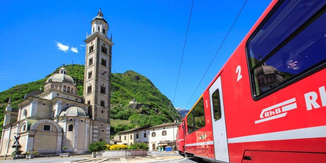 Tirano, in Valtellina, è la stazione di partenza del famoso Trenino Rosso del Bernina, patrimonio mondiale UNESCO