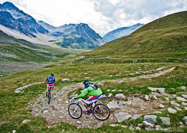 Val di Rezzalo. Tornanti dopo il Passo dell'Alpe