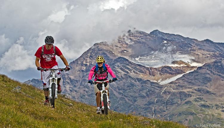Valle dell'Alp. Sullo sfondo il Tresero