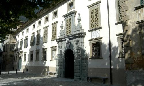 L'ingresso di Palazzo Salis, a Tirano (SO)