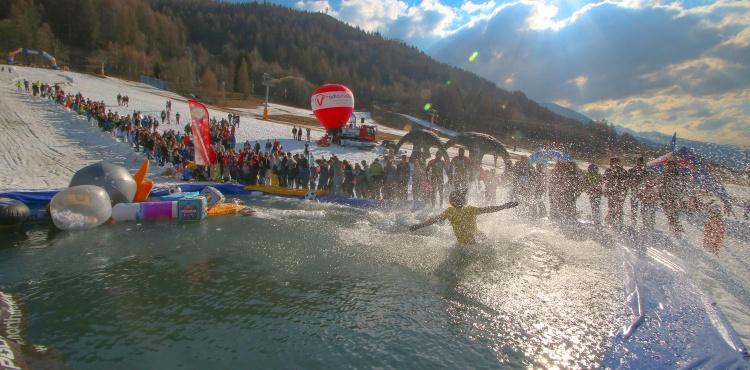Sabato 10 marzo 2018, appuntamento in Aprica con l'evento più folle e divertente della stagione: the Splash Ride! Riuscirai ad attraversare una piscina sulle piste da sci?