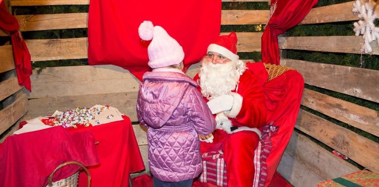 Il 9 e 10 dicembre 2017, oltre 100 espositori animano i rinomati Mercatini di Natale di Albosaggia, vicino a Sondrio