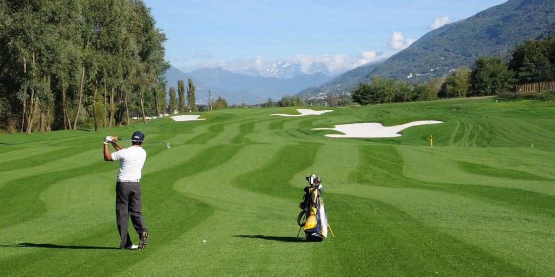Con l'arrivo della primavera ricomincia la stagione del golf in Valtellina. Aperti Bormio Golf e a Caiolo, vicino Sondrio, il Valtellina Golf