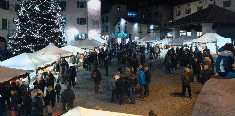 I Mercatini di Natale, nel cuore del centro storico di Bormio, l'ideale per acquistare tanti piccoli oggetti realizzati a mano