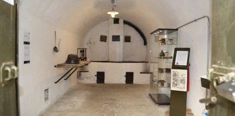Costruito poco prima della Grande Guerra, in posizione strategica a difesa dei principali valichi alpini dell'Alta Valtellina, il Forte Militare Venini di Oga è una delle più importanti testimonianze storiche della Prima Guerra Mondiale in Valtellina
