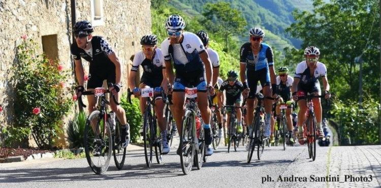 Il 3 giugno 2018, in Valtellina, torna la Granfondo Stelvio Santini, appuntamento imperdibile per gli amanti del ciclismo su strada con Stelvio e Mortirolo protagonisti