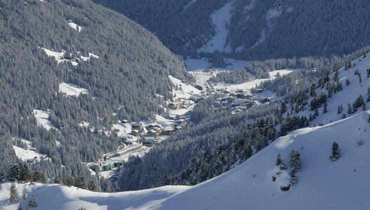 Tra gli itinerari con le ciaspole in Valtellina, da non perdere a S. Caterina Valfurva il Sentiero delle Cappellete, di circa 3 km e con un dislivello di circa 150 m