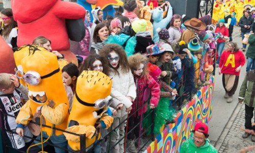 Carnival in Valtellina - Allegorical figures and Alpine masks. Among the main Carnival's events, don't miss the Carnevàl di Mat and Carneval Vecc