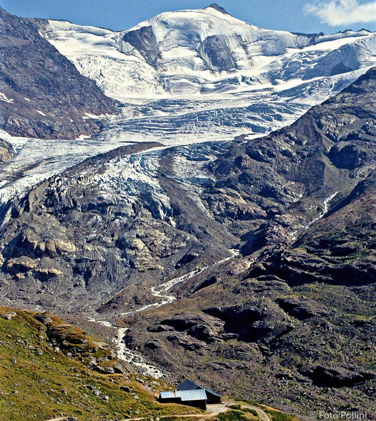 Malga dei Forni e ghiacciaio negli anni '80. Sullo sfondo la Punta Cadini