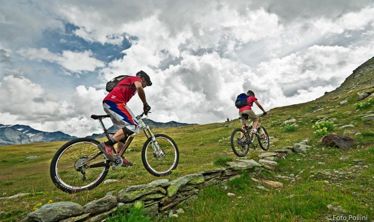 Una breve salita prima di scendere al Passo dell'Alpe