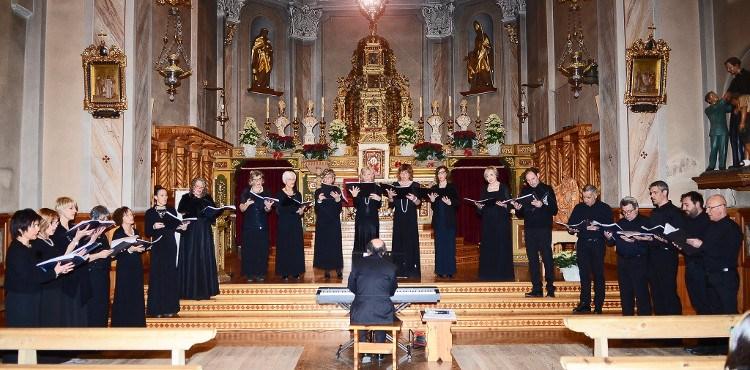 Il 29 dicembre 2017, come da tradizione ormai, il coro Luvinger di Livigno si esibisce nel tradizionale concerto di Natale