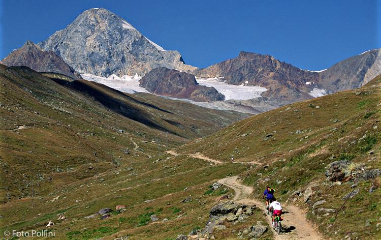 Salita in Val Cedec davanti al Gran Zebrù. Anni '80