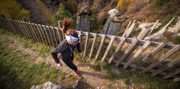 """Domenica 19 novembre 2017, gara di corsa non competitiva """"Slalom alle Piramidi di Postalesio"""" in una delle sette riserve naturali della Valtellina"""