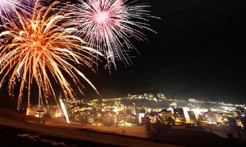 Tra fiaccolate, spettacoli pirotecnici, feste in piazza e molto altro, scopri i numerosi eventi per celebrare il Capodanno in Valtellina.