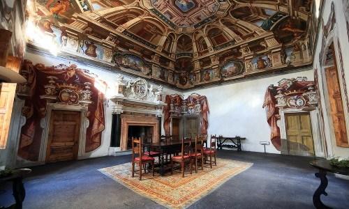 Un suggestivo interno di Palazzo Salis, nel centro storico di Tirano (SO)
