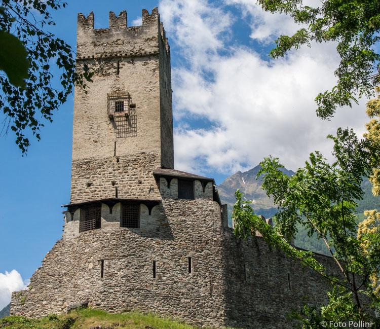 Torre di Pedenale sopra Mazzo lungo la strada del Mortirolo